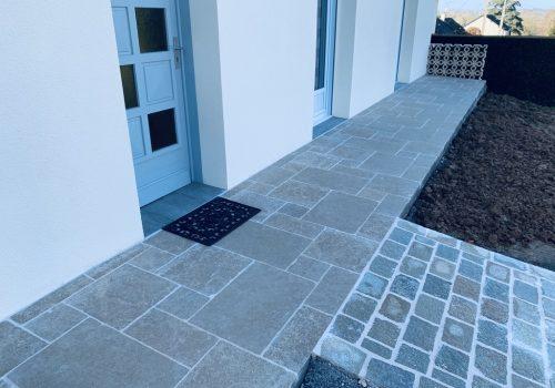 terrasse_devant_maison_dallage_crea_design_mayenne_paysagiste